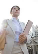 キャリアアップを目指す女性のイメージ写真